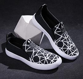 黑白粗線條帆布鞋