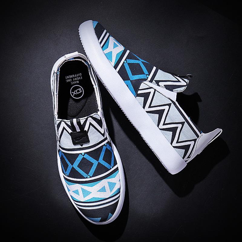 蓝色快粗线条帆布鞋